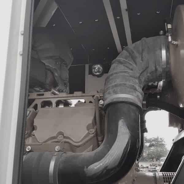 1000kw-diesel-generator-600v-caterpillar-c32-04